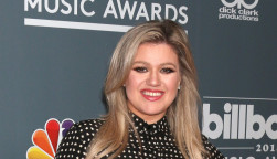 Kelly Clarkson at the 2018 Billboard Music Awards Host Photo Call at Universal Studios on May 17, 2018 in Universal City, CA